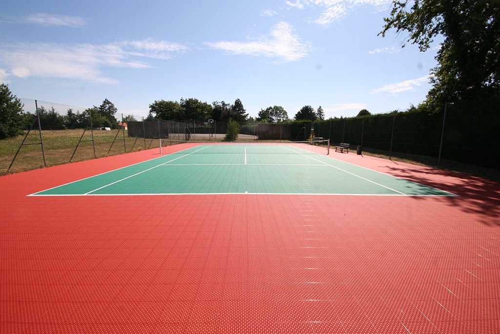 Terrain de tennis france terrains de sports int rieurs for Eclairage court de tennis exterieur