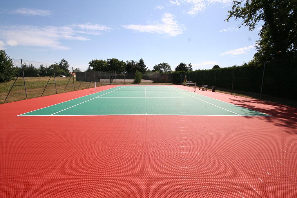 terrain de tennis france terrains de sports int rieurs. Black Bedroom Furniture Sets. Home Design Ideas
