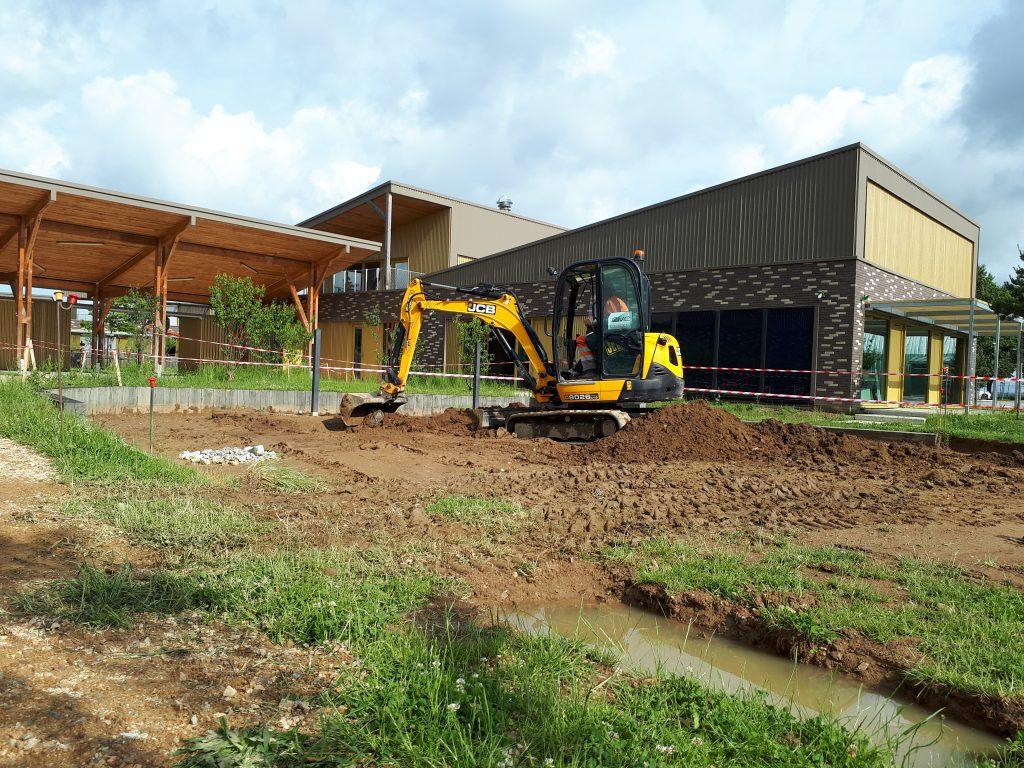 Renovation-un-terrain-de-sport-dans-le-Val-de-Vienne-Etape-2-La -mise-a-niveau-du-sol