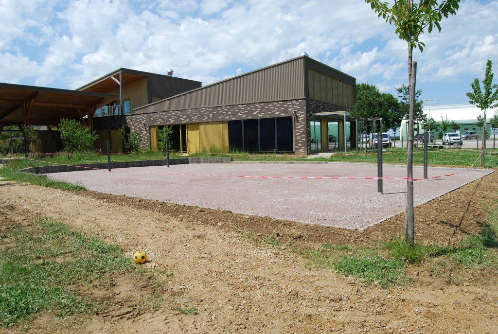Renovation-un-terrain-de-sport-dans-le-Val-de-Vienne-Etape-3-L-installation-d-un-sol-compacte