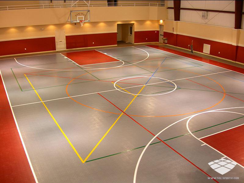 terrain de sport interieur
