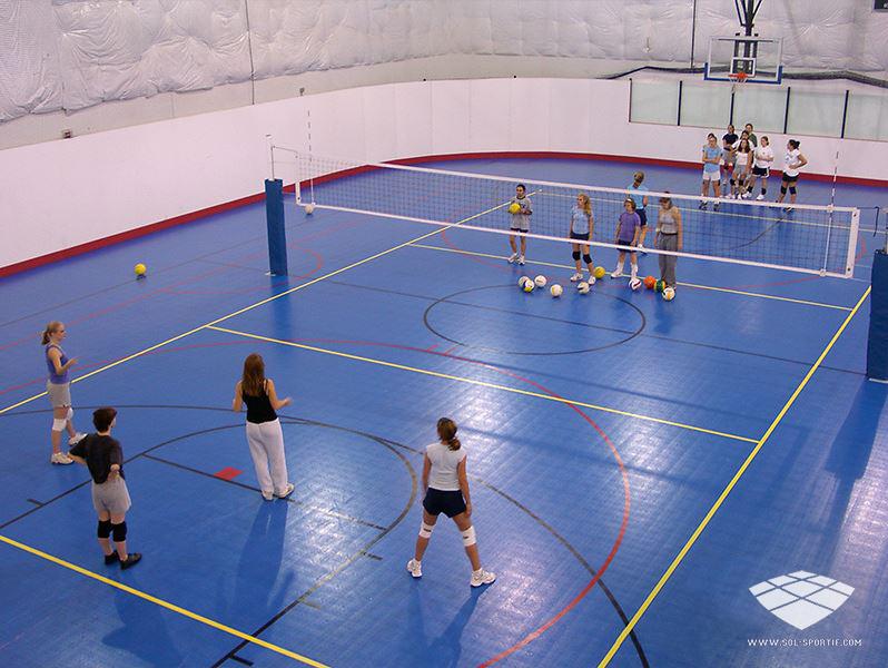 terrain de volleyball intérieur